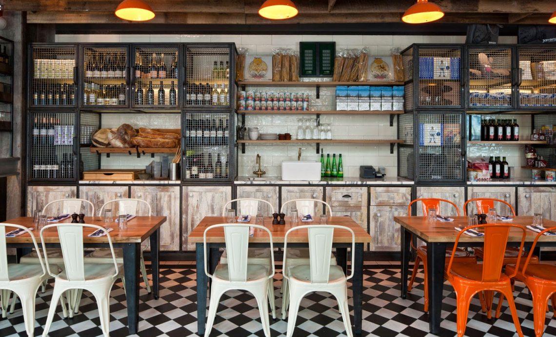Jaimie's Italian: Decoración con todo el sabor de Italia