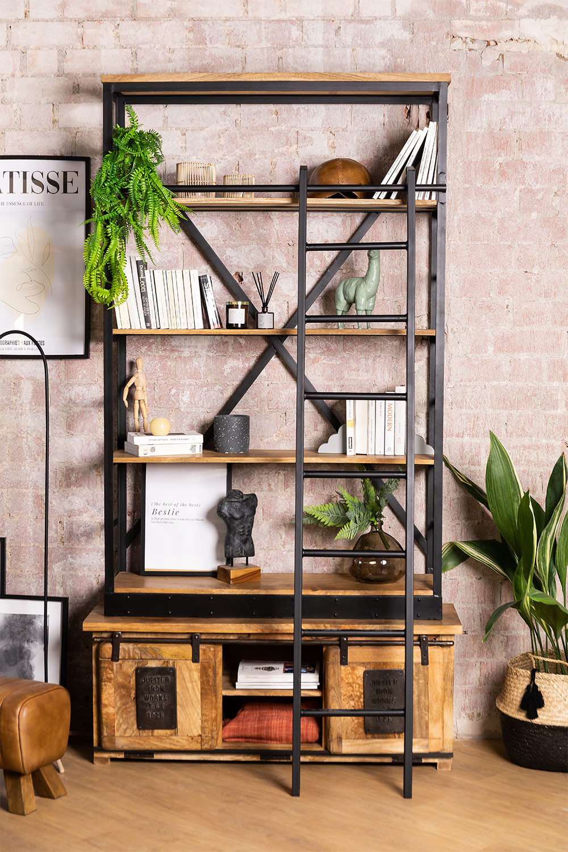Uain boekenkast van gerecycled hout met ladder, galerij beeld 1